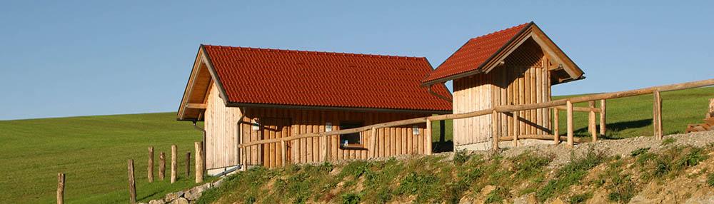 Die 2 Klärwärterhäuser der Pflanzenkläranlage in Kürnberg