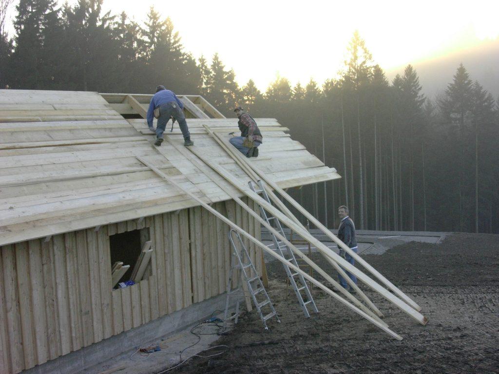 Bau des Klärwärterhauses – Das Kleinlabor und Geräte sind hier untergebracht.